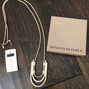 Banana Republic gold necklace NWT